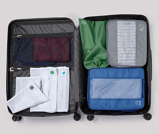 A bőröndök és utazási kiegészítők között rengeteg hasznos és praktikus  kellék szerepel 25782111b3